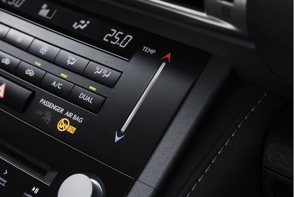 Lexus IS XE3 Innenansicht statisch Studio Detail Klimabedienteil