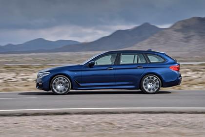 BMW 5er G31 Touring Aussenansicht Seite statisch blau