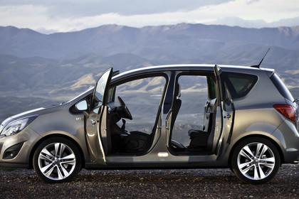 Opel Meriva B Aussenansicht Seite Türen offen statisch graubraun
