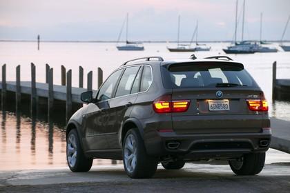 BMW X5 E70 LCI Aussenansicht Heck schräg statsich braun