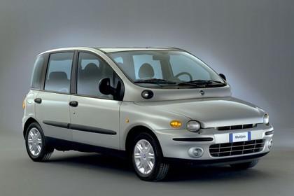 Fiat Multipla 186 Aussenansicht Front schräg statisch Studio silber