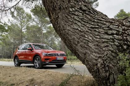 VW Tiguan Allspace AD Aussenansicht Front schräg statisch orange