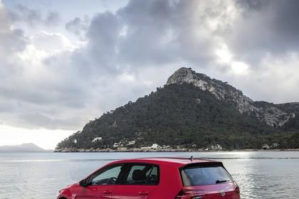 VW Golf 7 GTI Facelift Aussenansicht Heck schräg statisch rot