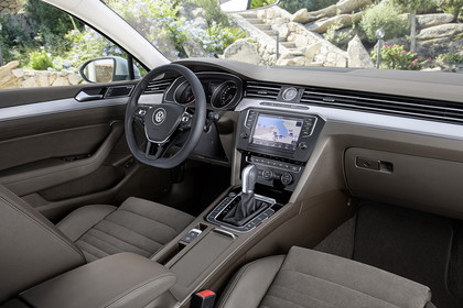VW Passat B8 Variant Innenansicht Beifahrerposition hellbraun