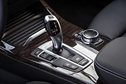 BMW X3 F25 Facelift Innenansicht Mittelkonsole statisch Holz schwarz