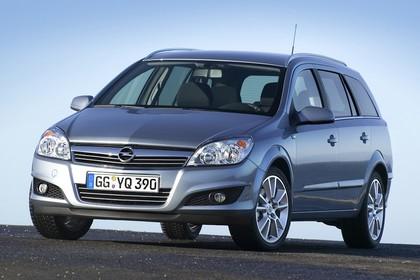 Opel Astra H Caravan Aussenansicht Front schräg statisch silber