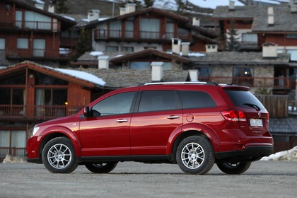 Fiat Freemont AWD JC Aussenansicht Seite schräg statisch rot