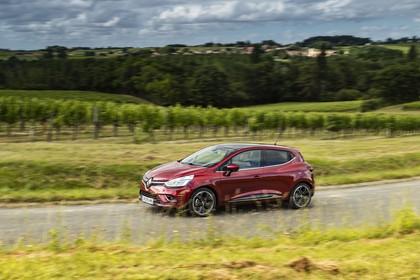 Renault Clio 4 Aussenansicht Seite schräg dynamisch rot