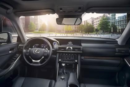 Lexus IS XE3 Innenansicht statisch Vordersitze und Armaturenbrett