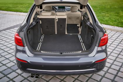BMW 3er GT F34 Aussenansicht Heck Kofferraum offen 1/3 umgeklappt statisch grau