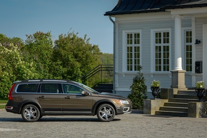 Volvo XC70 P24 Facelift Aussenansicht Seite statisch braun