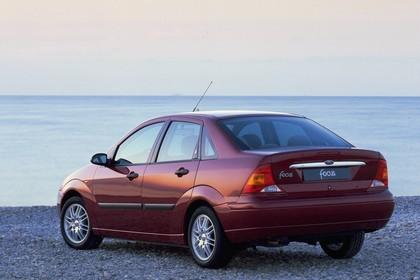 Ford Focus Limousine Mk1 Heck schräg statisch rot