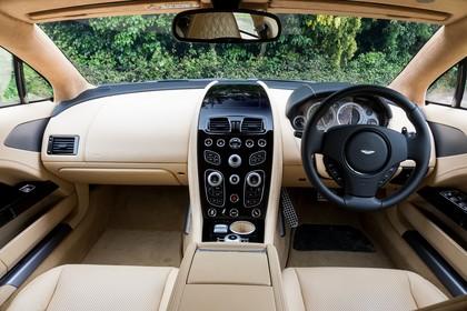 Aston Martin Rapide S Innenansicht statisch Vordersitze und Armaturenbrett