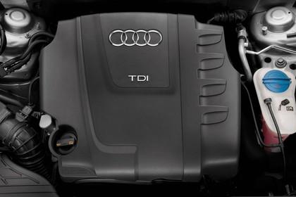 Audi A4 B8 Detail Motorraum statisch schwarz