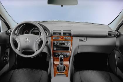 C-Klasse Limousine (W203) Innenansicht Studio Innenraum Front statisch grau braun