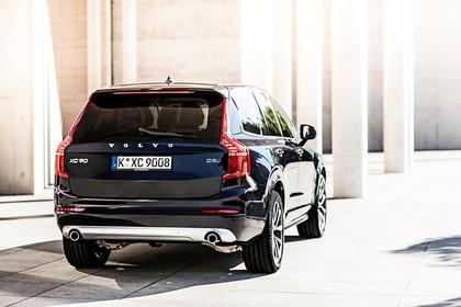 Volvo XC90 L Aussenansicht Heck schräg statisch schwarz