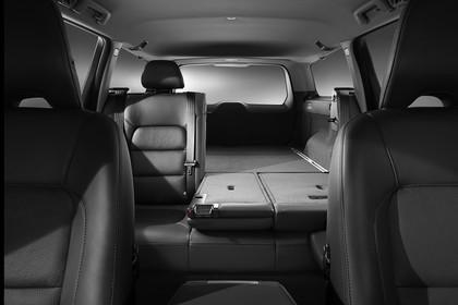 Volvo V70 Innenansicht Rücksitzbank umgeklappt Studio statisch schwarz
