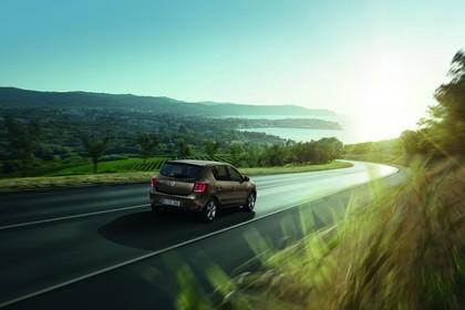 Dacia Sandero Aussenansicht Heck schräg dynamisch braun