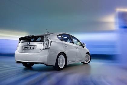 Toyota Prius ZVW30 Aussenansicht Heck schräg dynamisch weiss