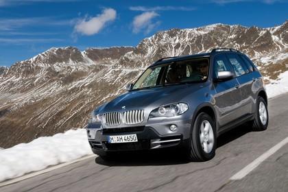 BMW X5 E70 Aussenansicht Front schräg dynamisch grau