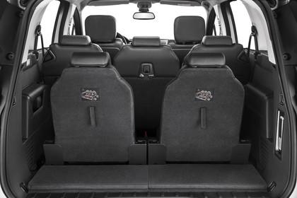 Peugeot 5008 Van Aussenansicht Heck statisch Studio Rückklappe geöffnet dritte Sitzreihe ausgeklappt