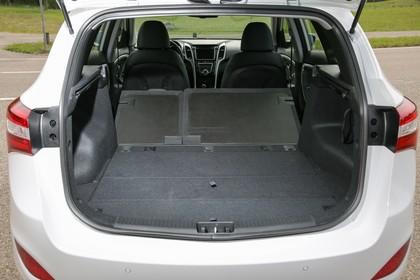 Hyundai i30 Kombi GD/GDH Innenansicht Detail statisch schwarz silber Kofferraum Rückbank umgelegt