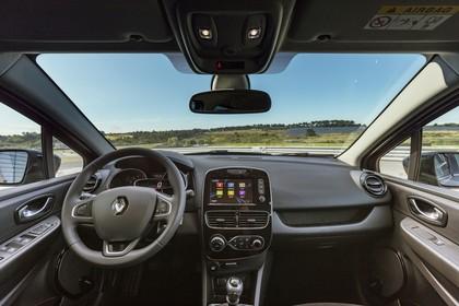 Renault Clio 4 Innenansicht statisch Vordersitze und Armaturenbrett