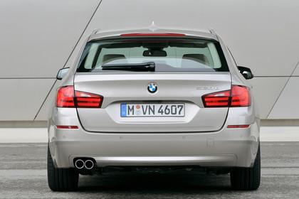 BMW 5er Touring F11 Aussenansicht Heck statisch champagner