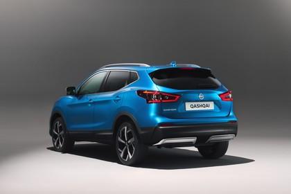 Nissan Qashqai J11 FL Aussenansicht Heck schräg statisch Studio blau