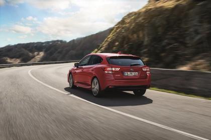 Subaru Impreza G4 Aussenansicht Heck schräg dynamisch rot