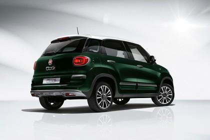 Fiat 500L ZAF 199 Aussenansicht Heck schrãg statisch Studio grün