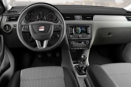 SEAT Toledo NH Innenansicht Vordersitze und Armaturenbrett fahrerseitig