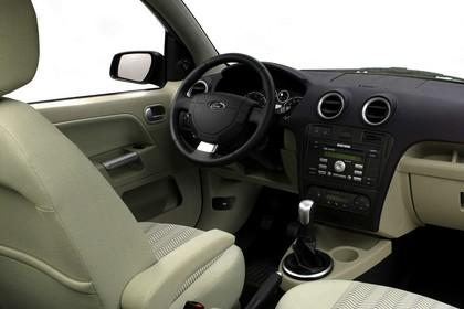 Ford Fusion Studio Innenansicht Beifahrerposition statisch beige schwarz