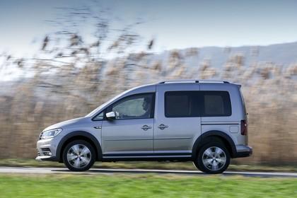 VW Caddy 4 Alltrack Aussenansicht Seite dynamisch silber