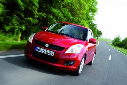 Suzuki Swift NZ Aussenansicht Front schräg dynamisch rot