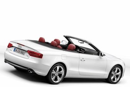 Audi A5 Cabrio Aussenansicht Heck schräg Studio statisch weiss