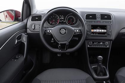 VW Polo 6R Facelift Fünftürer Innenansicht Fahrerposition 5-Gang statisch schwarz