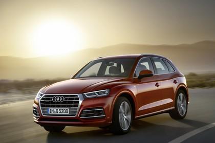 Audi Q5 FY Aussenansicht Front schräg dynamisch rot