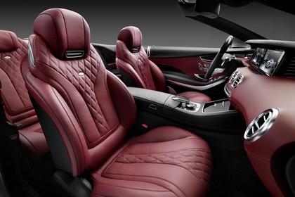 Mercedes-Benz S-Klasse Cabriolet A207 Innenansicht Rücksitze Vordersitze und Armaturenbrett beifahrerseitig
