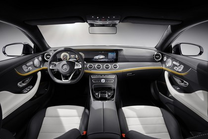 Mercedes E-Klasse Coupé C238 Innenansicht Innenraum Front weiß schwarz
