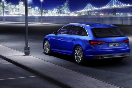 Audi A4 B9 Avant Aussenansicht Heck schräg statisch blau