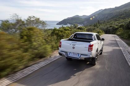 Fiat Fullback KT0T Aussenansicht Heck schräg dynamisch weiss
