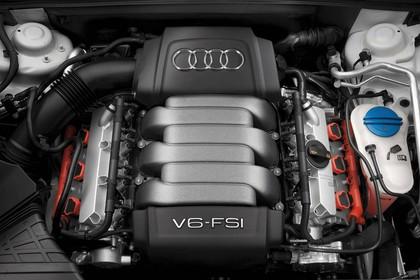 Audi A4 Avant B7 Aussenansicht Detail Motor statisch silber schwarz