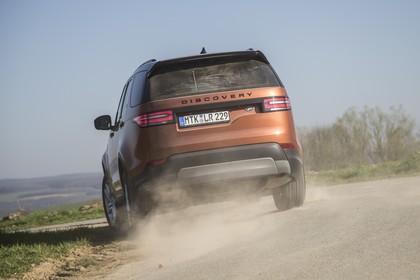Land Rover Discovery LR Aussenansicht Heck dynamisch orange