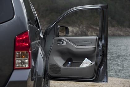 Nissan Pathfinder R51 Aussenansicht Detail Rückleuchte statisch grau