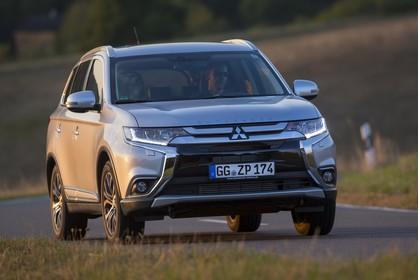 Mitsubishi Outlander CWO Aussenansicht Front dynamisch silber