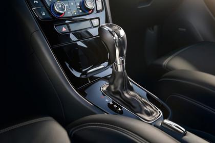 Opel Mokka X Innenansicht Detail Mittelkonsole statisch schwarz