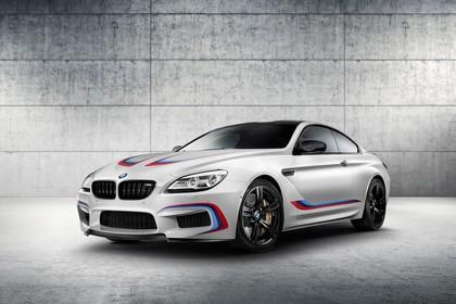 BMW M6 Coupé Competition F13 Aussenansicht Front schräg statisch Studio weiss