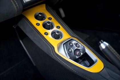 Lotus Evora 410 Sport Innenansicht statisch Detail Mittelkonsole