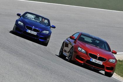 BMW M6 Cabrio F12 Coupé F13 Aussenansicht Front schräg dynamisch blau rot